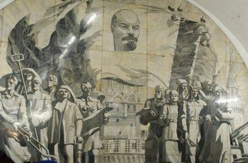 Uma inusitada e luxuosa viagem pelo metrô de Moscou