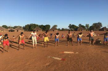 Visitar um povo indígena requer humildade